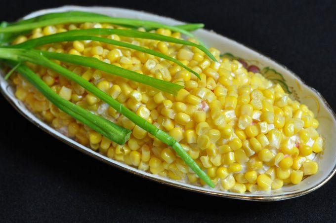 Слоеный салат из кукурузы консервированной